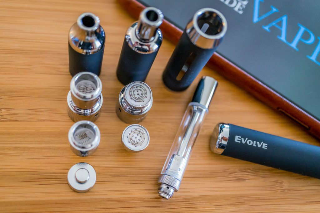Yocan Evolve 3 in 1 Review vapor quality: device displayed with separate parts